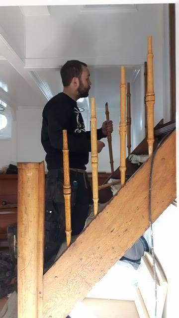 tom-setter-sammen-trapp-hvaler
